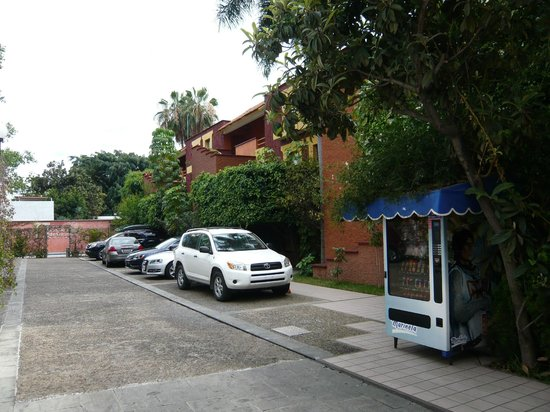 Hotel Parador Santo Domingo de Guzman: Outside the suites - entrance from the street straight to your door offers little security