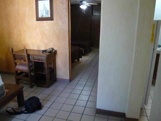 Hotel Parador Santo Domingo de Guzman: Living room leading to bedroom