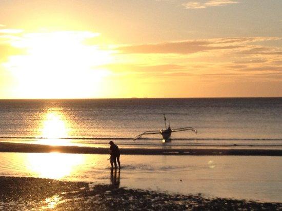 Anino Kite Retreat: Sunset at Capusan Beach