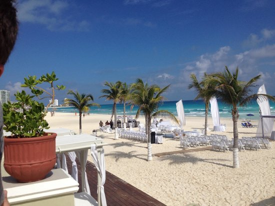 Panama Jack Resorts Cancun: Set up for a wedding in 1-29-14