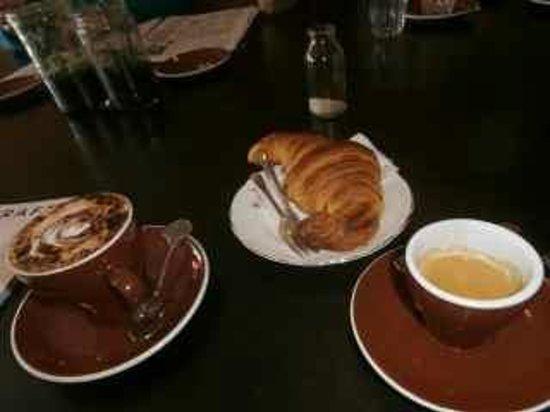 Amelia Espresso: Coffees and croissant