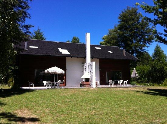 Club Los Ulmos : La parte de atrás de las cabañas grandes