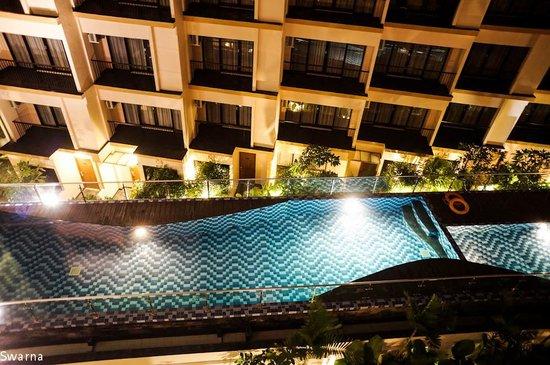 Park Regis Kuta Bali: Pool at Night