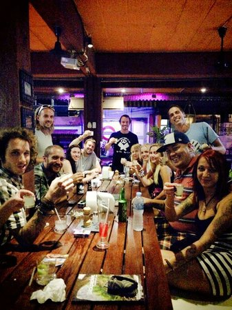 Koh Tao Central Hostel: The Reef Sports Bar & Grill