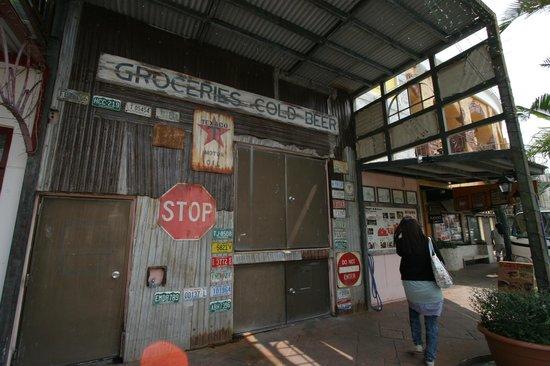 Mihama American Village: アメリカンな商業施設。