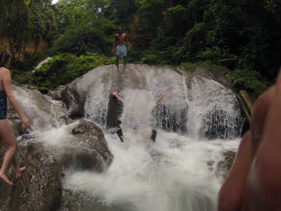 Peat Taylor Tours: One of the falls at Cool Blue Hole