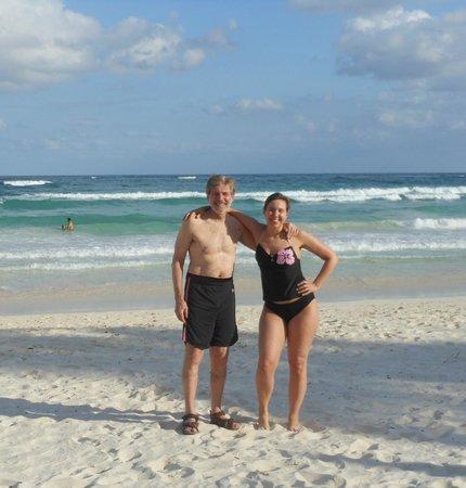 La Zebra Colibri Boutique Hotel : With daughter on the beach