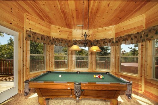 Black Bear Hollow Cabins: Game room with amazing secluded views.