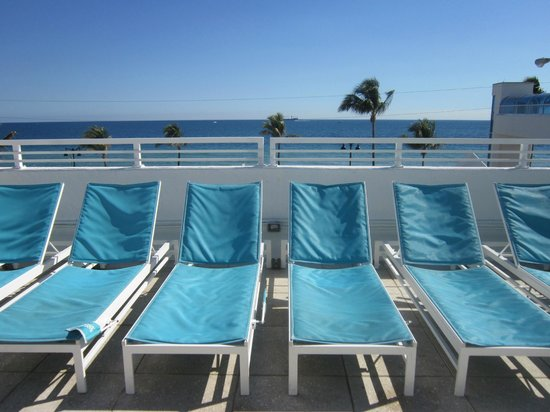 The Westin Beach Resort, Fort Lauderdale: The pool area with ocean view