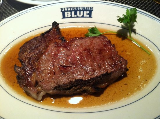 Pittsburgh Blue Steakhouse : Primerib Queens cut med-well