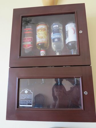 Gran Porto Resort: Liquor Decanter in the Suite