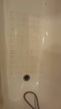 Garden Hotel: Bathtub after some really hard scrub with detergent. Can see black parts even after the scrub. I