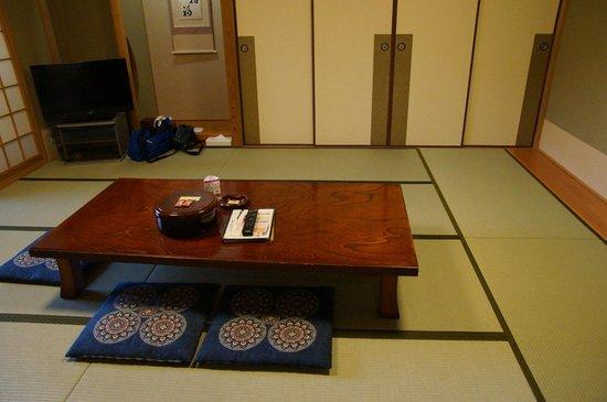 Riraku: 布団を自分で敷くのは面倒です・・・