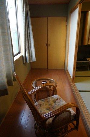 Riraku: 窓との間の縁側?