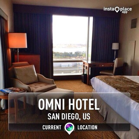 Omni San Diego Hotel : Corner room, pix does not do it justice, there is a balcony on the left side of this pix