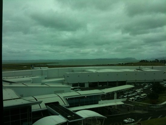 Novotel Auckland Airport : View from room showing ow close to Airport Terminal you are