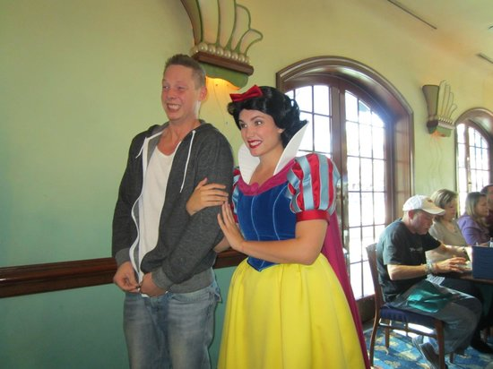 Ariel's Grotto: Snow white and Dopey