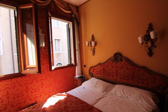 Hotel Lisbona : room