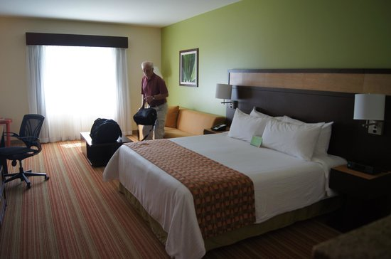 Courtyard San Jose Airport Alajuela: King size Room!!