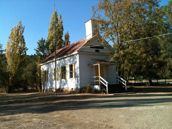 Murphys Suites: Schoolhouse in Douglas Flat just down the road