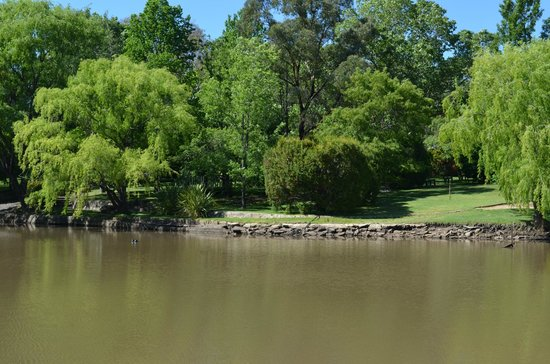 Green Valley Farm: Landscaped Gardens