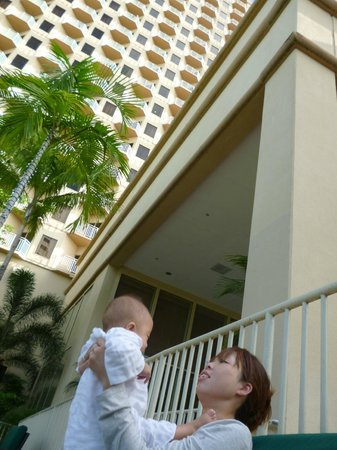 Outrigger Guam Beach Resort : 南国ムードあり