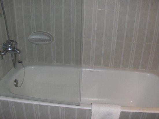 Hotel Comfort Dauro 2: Mampara de la bañera