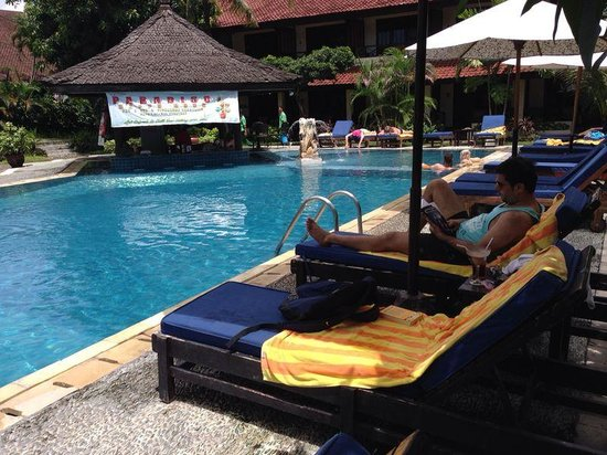 Legian Paradiso Hotel: Pool Bar