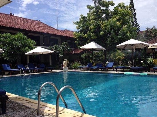 Legian Paradiso Hotel : Pool