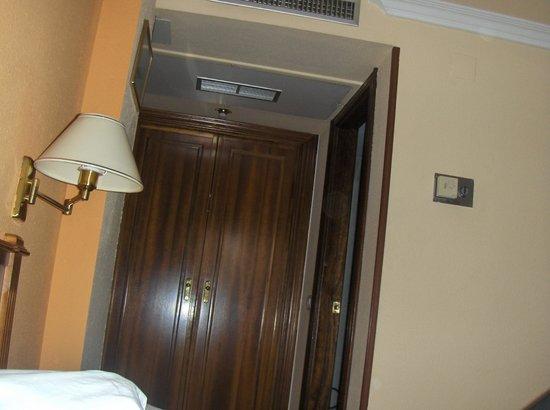 Hotel Comfort Dauro 2: Armario