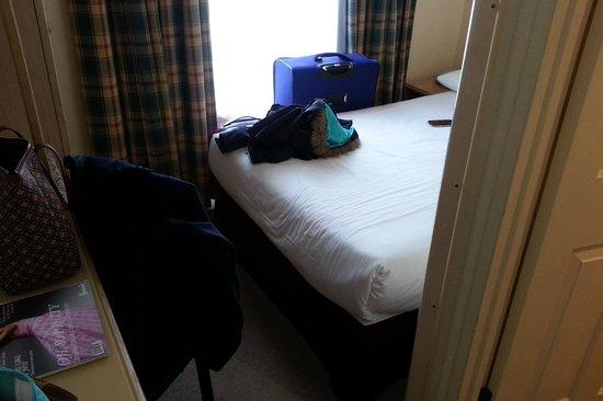Henry VIII Hotel: Small room