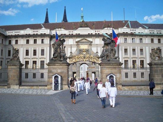Hotel Merlin : Prague Castle entry