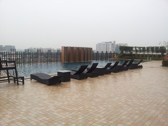 Holiday Inn New Delhi Mayur Vihar Noida: The Outdoor Pool