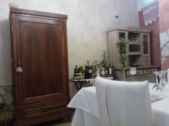 Le Strie : mobili antichi all'interno, ben curati