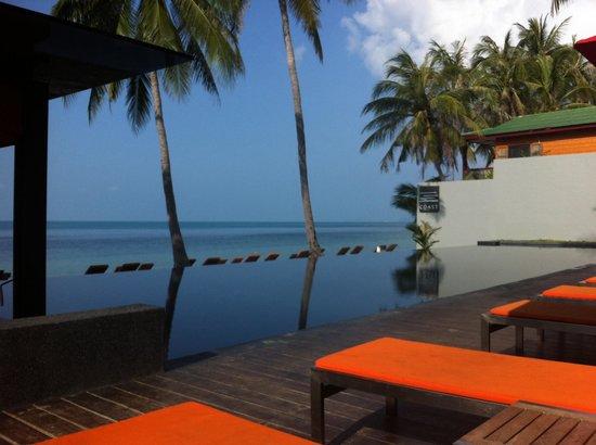 The COAST Resort - Koh Phangan : Good Morning Swim before breakfast