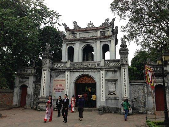 Temple de la Littérature de Hanoï : Entrance
