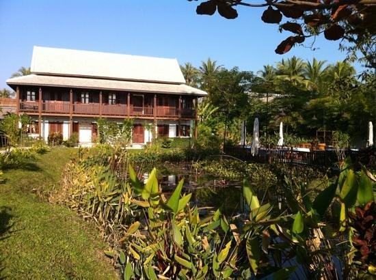 Sanctuary Luang Prabang Hotel: garden and dining area