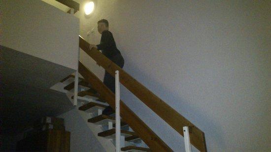 Hotel Fit Fun : schody na górne pomieszczenie