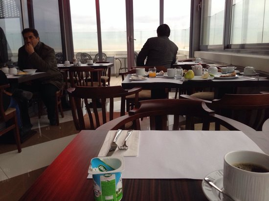 Ramada Hotel and Suites Istanbul Atakoy: Breakfast on roof