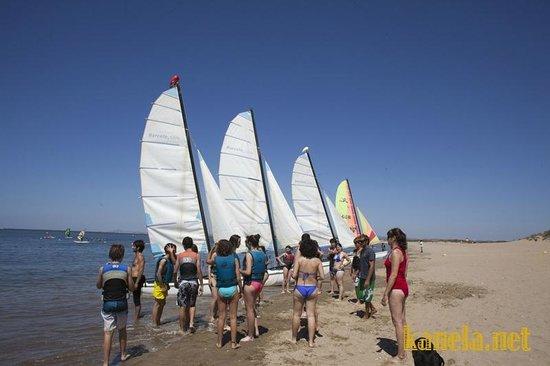 Kanela Sailing School: Catamaranes en Isla Canela