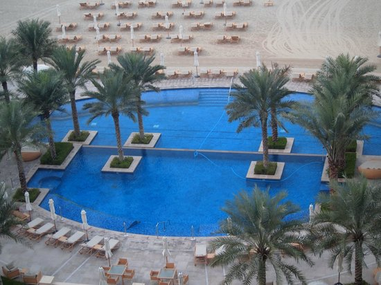 Fairmont The Palm, Dubai: Main Swimming pool