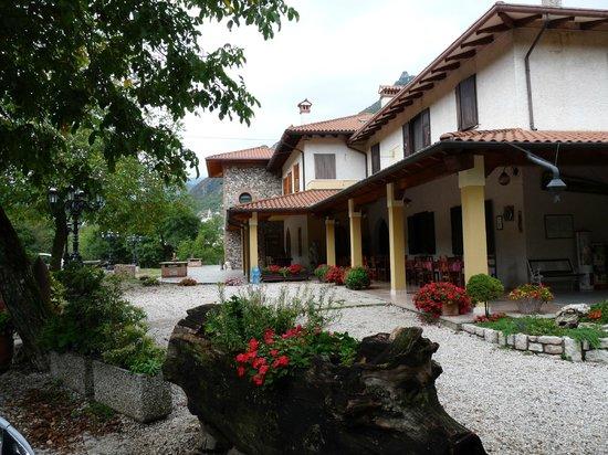 Velo d'astico, อิตาลี: Superbes terrasses ombragées