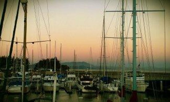 Barkissimo Floating Boat & Breakfast: beautiful sunrise 1