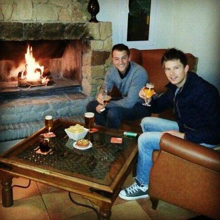 La Cala Resort: Lobby/Reception area with bar & fire :)