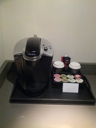 Hyatt Regency Vancouver: Keurig coffeemaker in Executive Suite 3015