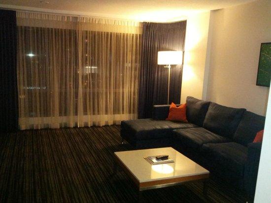 Hyatt Regency Vancouver: Living room