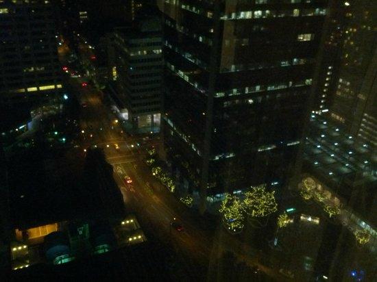 Hyatt Regency Vancouver: Night view from bedroom