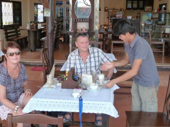 Kung Restaurant: Es wird der beste Kaffee von Mr.Kung serviert.Mr Walter
