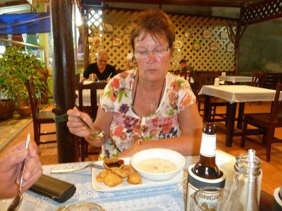 Kung Restaurant: Annette beim besten Curry Essen