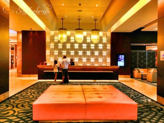 Crimson Hotel Filinvest City, Manila: Reception Area at 8th Floor